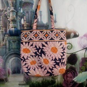 🦋Vera Bradley Pink daisy pattern
